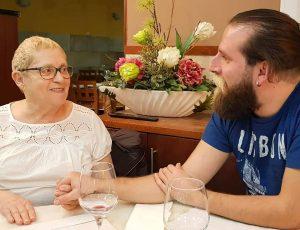 Ricardo Mesquita de Oliveira com Lurdes, irmã de António Variações, com quem jantou esta segunda-feira