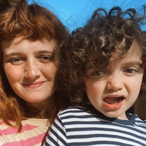 Carolina Deslandes com o filho Santiago