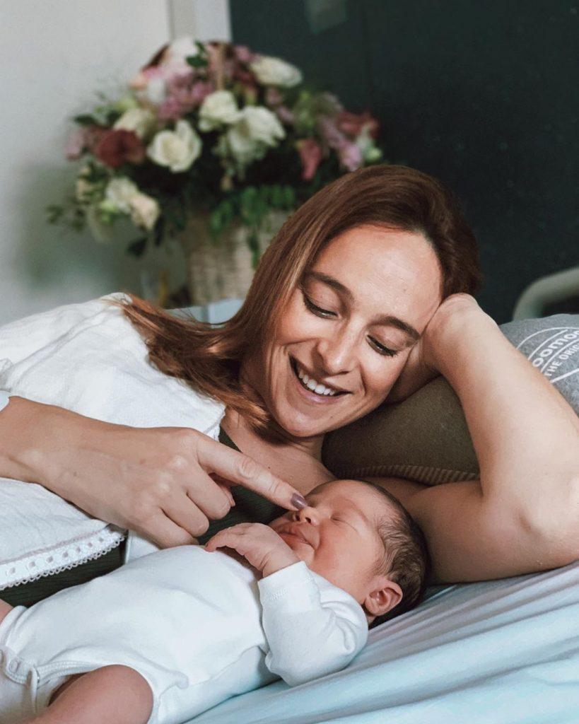 Sara Prata e a filha Amélia