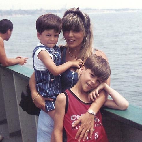 David Carreira com a mãe, Fernanda Antunes, e o irmão, Mickael Carreira