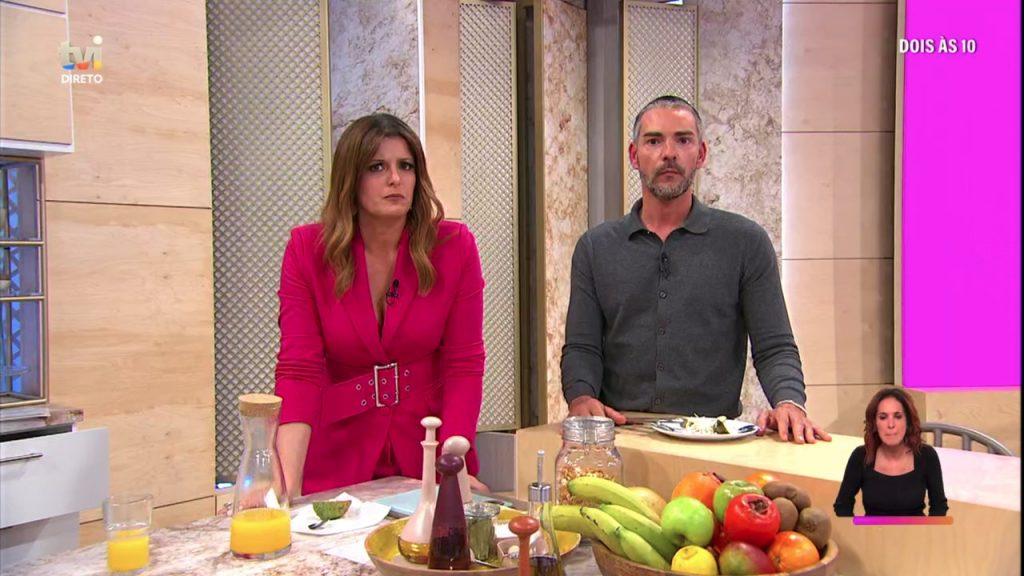 """Cláudio Ramos e Maria Botelho Moniz protagonizaram um momento inusitado durante o passatempo do programa """"Dois às 10"""""""
