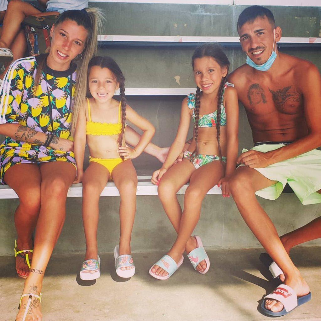 Sónia Jesus e Vitor Soares com as duas filhas, Maiara e Naísa