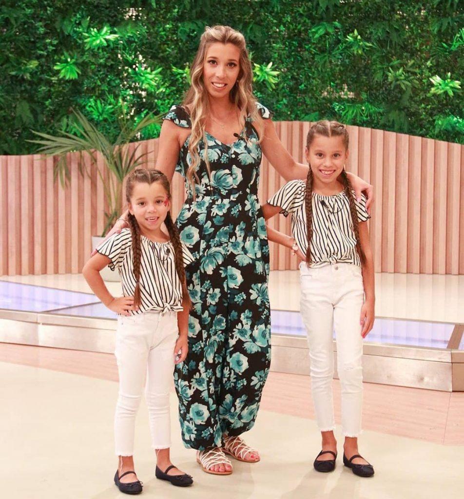 Sónia Jesus com as duas filhas, Maiara e Naísa