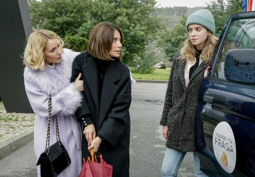 """Sofia Alves, Carolina Carvalho e Júlia Palha em """"A Serra"""""""