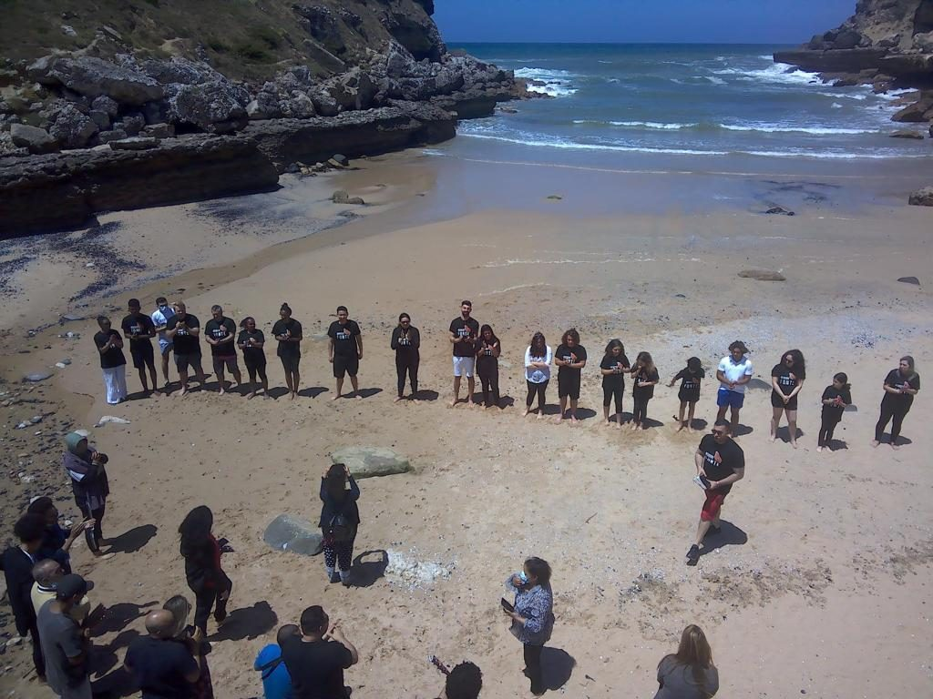 """André Filipe, ex-concorrente do """"Big Brother"""", foi batizado por um pastor de uma igreja, na Praia da Samarra, numa cerimónia onde estiveram entre """"80 a 120 pessoas"""""""