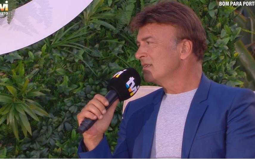 Tony Carreira pediu, em direto, na TVI, para ser retirado do ar um tema da filha, Sara Carreira, que estava a ser usado como música de fundo