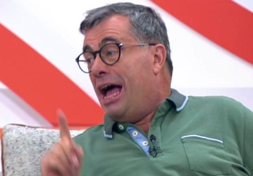 """Quintino Aires foi afastado do papel de comentador do """"Extra"""" do """"Big Brother"""" na sequência de comentários considerados homofóbicos"""