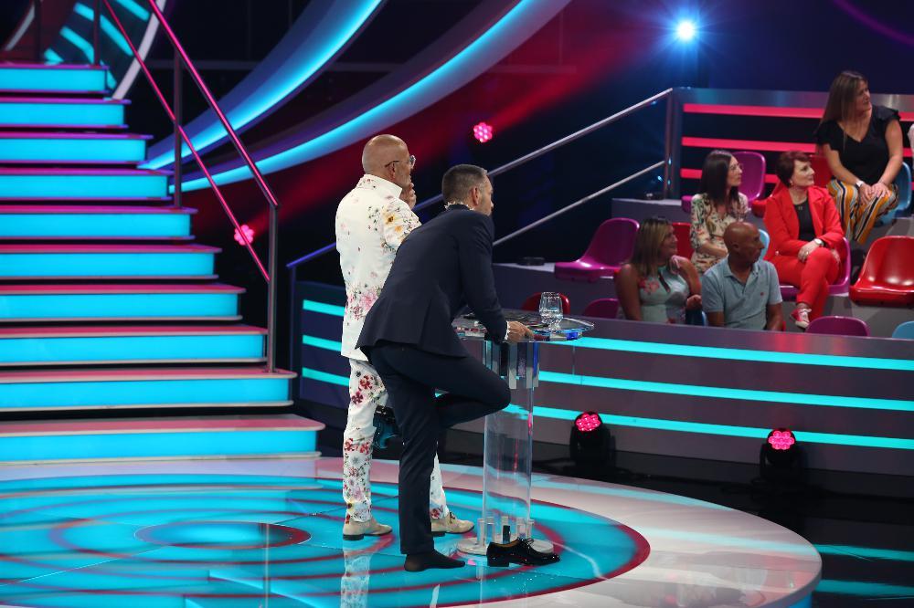 """Cláudio Ramos teve um insólito contratempo durante a gala de estreia do """"Big Brother"""" em que os telespectadores da TVI não repararam"""