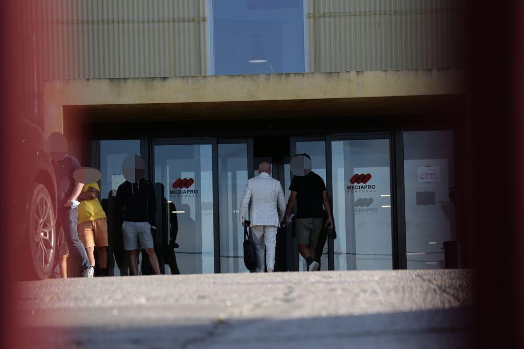 """A TV 7 Dias apanhou Manuel Luís Goucha na entrada dos estúdios da Venda do Pinheiro para um ensaio do novo """"Big Brother"""""""