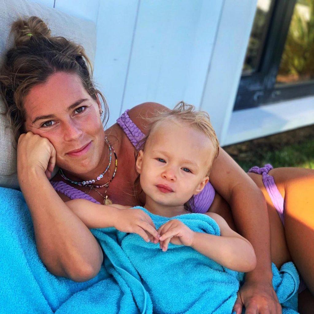 Inês Aires Pereira com a filha, Alice