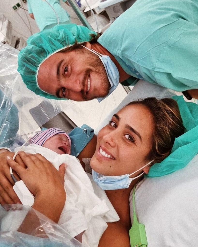 A primeira filha de Tiago Teotónio Pereira e Rita Patrocínio nasceu neste domingo