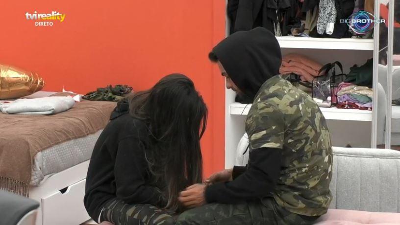 """No """"Big Brother"""", JoanaSchreyer e Ricardo Pereira tiveram o primeiro arrufo"""