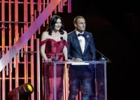 Beijo escaldante marca os Globos de Ouro 2018 (vídeo)